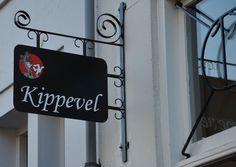 U bent van harte welkom in Restaurant Kippevel. Leiden, Restaurants, Sign, Board, Home Decor, Signs, Interior Design, Restaurant, Home Interior Design