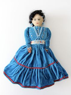 vintage Navajo doll A vintage Native American doll. A Navajo doll with a painted cloth face. Cotton and velvet clothing with delicate beaded jewelry and detailing. - Native American doll - painted cloth face - beading CO Native American Dolls, Native American History, Native American Indians, Native American Jewelry, American Girl, Native Americans, Porcelain Dolls Value, Porcelain Tiles, Fine Porcelain