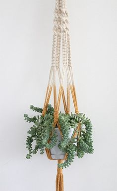 DIY To Try: Macramé | theglitterguide.com @Chelsea Helwig  teach me this summer??