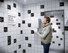 Graphic design / Nintendo DSi aux toilettes  Le jeu Brain Teasers a choisi un point de contact qui permet d'éviter une confrontation frontale avec ses concurrents.