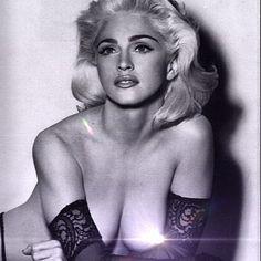 Madonna faz 56 anos e mostra foto antiga seminua - Rede Social