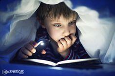 (Otroška oftalmologija)   Večino otrok, ki jih starši ujamejo, da berejo v mraku ali pod svetilko opozorijo, da bodo pokvarili oči in morali nositi očala zaradi slabe navade. Vendar, to ni znanstveno potrjeno. http://www.svjetlost.hr/blog-2684/ali-otroci-lahko-berejo-v-mraku/3773
