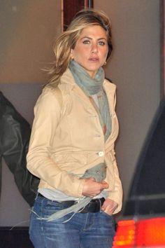 Jennifer Aniston Friends, Jennifer Aniston Style, John Aniston, Rachel Green, Love Her Style, Brad Pitt, Girl Crushes, American Actress, Business Women