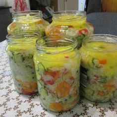 Discover recipes, home ideas, style inspiration and other ideas to try. Pickling Cucumbers, Preserves, Pickles, Mason Jars, Vegan Recipes, Food And Drink, Canning, Pickling, Kochen