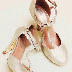 OMG ! Ces escarpins seront parfaites pour le jour J non ? Merci @neko_cybie pour cette jolie photo ! #mademoiseller #mode #followers #weddingday #instagram