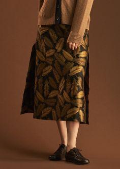 Long Woman Vent Skirt, Black/gold