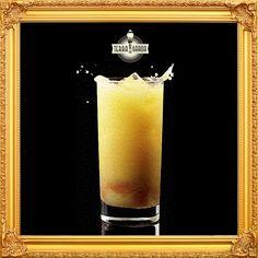 """O Caju Amigo, criado a pedido de um cliente em 1955 pelo barman Fumaça, do tradicional restaurante Pandoro, é um clássico paulistano composto de caju fresco, gim, gelo e açúcar.Teve sua receita aprimorada em 1974, pelo famoso barman Guilhermino Ribeiro dos Santos que preparou o drink com açúcar, compota de caju, suco concentrado da fruta, gelo, vodka e gotas de um """"segredo"""". Uma das especialidades da casa, o Caju Amigo Terra da Garoa é preparado exatamente como na versão aprimorada em 1974."""