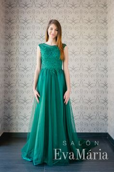 Zelené plesové šaty s čipkovaným zvrškom a dlhou tylovou sukňou Salons, Formal Dresses, Style, Fashion, Tea Length Formal Dresses, Swag, Moda, Lounges, Living Rooms