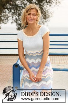 "Free pattern: Knitted DROPS dress with stripes and round yoke in ""Muskat"".Size: S - XXXL"
