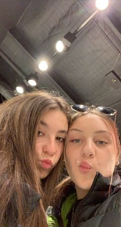 Foto Best Friend, Best Friend Photos, Best Friend Goals, Best Friends Shoot, Friends In Love, Best Friends Aesthetic, Cute Friend Pictures, Best Friends Forever, Foto E Video