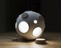 """Lampada LED """"Armstrong"""" http://www.design-miss.com/lampada-led-armstrong/ Una #lampada a #LED spaziale e interattiva, che si accende rimuovendo un tappo di sughero…"""