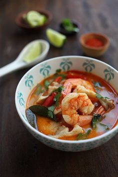 Thai Tom Yum Soup with Shrimp. Spicy and sour, just perfect for cold chilly nights! #thaifoodrecipes