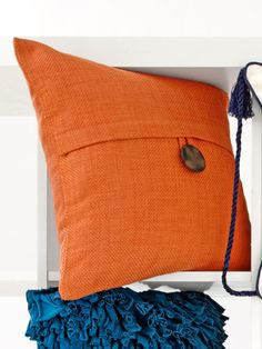 Eye-Opening Tips: Decorative Pillows Floral Couch cheap decorative pillows budget.Decorative Pillows With Buttons Linens. Fall Pillows, Diy Pillows, Cushions On Sofa, Accent Pillows, Throw Pillows, Diy Pillow Covers, Cushion Covers, Pillow Cases, Living Room Decor On A Budget