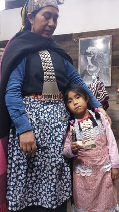 Mapuche mother and daughter dressed for We Txipantu // missionmapuche.org // #mapuche #chile