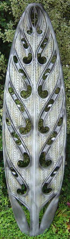 Bino Smith Maori carver and sculptor Arte Tribal, Tribal Art, Art Maori, Polynesian Art, Maori Designs, New Zealand Art, Nz Art, Surfboard Art, Kiwiana