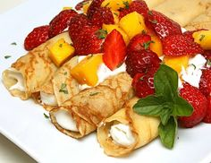 What could make Father's Day more special than a sumptuous Sunday brunch featuring Strawberry Mango Crepes? Strawberry Crepes, Strawberry Crush, Strawberry Desserts, Crepes Filling, Lemon Yogurt, Sunday Brunch, Easter Brunch, Pinterest Recipes, Recipes