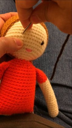 Crochet For Kids, Free Crochet, Pinocchio Disney, Amigurumi Tutorial, Lalaloopsy, Crochet Videos, Amigurumi Doll, Crochet Dolls, Knitted Hats
