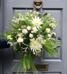 Wild & fabulous! #loveafh #absoluteflowersandhome #weloveflowers #londonflorist #bouquet #flowersofinstagram @hayleynewstead @absoluteflowersandhome