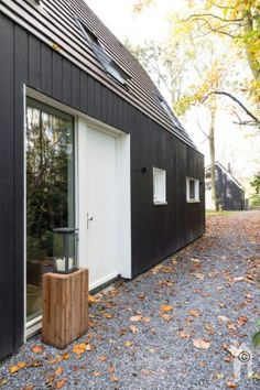 Finnhouse Houtbouw & Finnhouse Architectuur, houten boswoning - Eigenhuisbouwen.nl Ecology, Garage Doors, Shed, Outdoor Structures, Tiny Houses, House Styles, Outdoor Decor, Home Decor, Small Homes