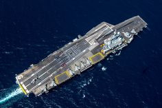 """Nice tribute from the deck crew (French Aircraft Carrier """"Charles De Gaulle"""") South Carolina, Air Force, Gaulle, Military Life, Aircraft Carrier, War Machine, Battleship, Us Navy, Marines"""