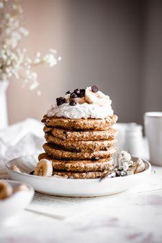 Chocolate Chip Pancakes, Oatmeal Pancakes, Pancakes And Waffles, Best Vegan Pancakes, Vegan Pancake Recipes, Brunch Recipes, Breakfast Recipes, Vegan Recipes, Pancake Toppings
