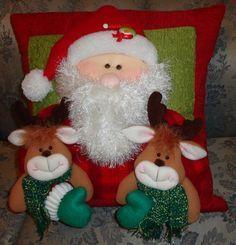 Gifts Christmas Diy Fabrics New Ideas Christmas Door Wreaths, Felt Christmas Decorations, Christmas Swags, Whimsical Christmas, Christmas Sewing, Christmas Fabric, Christmas Centerpieces, Primitive Christmas, Christmas Crafts