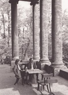 Barbara del Vicario Foscari and Jannis Kounellis on the portico of Villa Foscari la Malcontenta, 1992. Photo by Claudio Franzin.