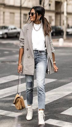 Oversized blazer / street style fashion / Fashion week Source by fromluxewithlove Outfits for work Blazer Jeans, Look Blazer, Blazer Outfits, Blazer Dress, Sleevless Blazer, Dress Outfits, Denim Jeans, Mode Outfits, Fall Outfits