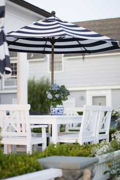 Blue and White Decorating Ideas : Get inspired by these beautiful outdoor living spaces. Add comfort and style to your porch or patio with fresh flowers, colorful throw pillows, decorative outdoor lighting and more. Outdoor Areas, Outdoor Rooms, Outdoor Dining, Outdoor Decor, Outdoor Lighting, Patio Dining, Ikea Patio, Landscape Lighting, Dining Set