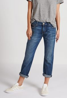 Love your laid back look with the Jac Medium Wash Distressed Boyfriend Jeans! Sturdy stretch denim with distressing, a low-rise fit, and cropped pant legs. Outfit Jeans, Boyfriend Jeans Outfit Summer, Mom Jeans, Boyfriend Jeans Style, Women's Jeans, Boyfriend Ideas, Mode Outfits, Jean Outfits, Casual Outfits
