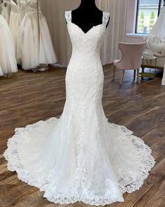 Wedding Gowns, Wedding Cakes, Wedding Planning, Wedding Ideas, Timeless Wedding, Beaded Lace, Dream Dress, Summer Wedding, Holland