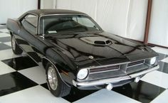 The baddest of the 1970 Plymouth Barracudas or Hemi Cudas featured a 425 bhp 426 hemi engine. This muscle car boasted a 0-60 mph in 5.6 seconds and was known for burning rubber without much prompting. A brute on the road, the Hemi Cuda was made for muscle lovers.