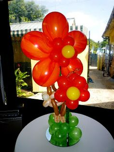 Flower centerpiece with balloons and monkey balloon sculpture