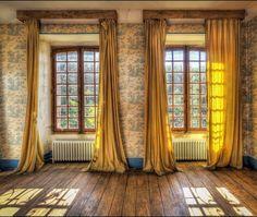 Resultado de imagem para empty room with window curtains