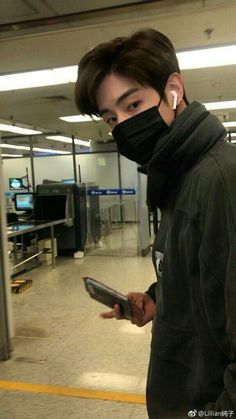 """U accidently remember that u forgot ur passport in front of the check-in desk and his reactions gonna be like """"what? Jaebum, Youngjae, Kim Yugyeom, Girls Girls Girls, Jinyoung, Go7 Mark, Got7 Aesthetic, Got7 Mark Tuan, Skrillex"""