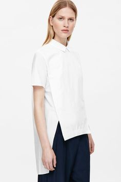 With front slits that create a folded design, this shirt is made from crisp, papery cotton poplin with a grosgrain detailed collar and hemline. A straight fit, it has short sleeves, an invisible back zip and neatly pinned finishes.
