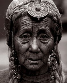wonderful face---luv her jewelry...