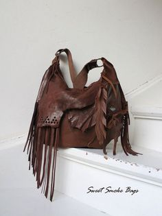 Distressed chestnut brown leather fringed hobo by SweetSmokebags Fringe Handbags, Fringe Bags, Purses And Handbags, Handmade Purses, Leather Bags Handmade, Leather Fringe, Brown Leather, Soft Leather, Leather Purses
