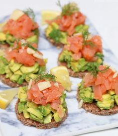 Breakfast for Dinner - Let& have a Brinner - Salmon avocado slices More - Tea Sandwiches, Party Finger Foods, Avocado Toast, Salmon Avocado, Brunch, Breakfast For Dinner, Guacamole, A Food, Low Carb
