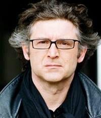 Michel Onfray est un philosophe français, né le 1er janvier 1959 à Chambois1.    Il a publié de nombreux ouvrages, dont certains ont connu d'importants succès de librairie, notamment le Traité d'athéologie. Ses cours2 d'histoire de la philosophie sont diffusés3 chaque été sur la radio France Culture4.