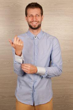 Camisa masculina listrada azul com detalhes em cinza