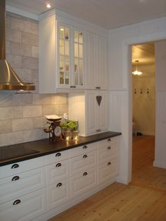 Jag skrev i mitt förra inlägg att matsalen nog är mitt favoritrum Kitchen Inspirations, Kitchen Remodel, Kitchen Decor, Interior Design Kitchen Small, Home Kitchens, Interior Design Kitchen Contemporary, Interior Design Kitchen Rustic, Kitchen Sets, Kitchen Renovation
