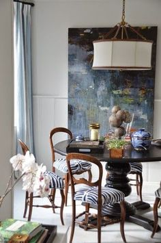 Antique chairs upholstered in a fab fabric + giant abstract = come to mama. Dining Room Images, Dining Room Design, Dining Room Chairs, Dining Table, Dining Rooms, Dining Room Inspiration, Interior Inspiration, Eclectic Design, Interior Design