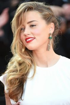 Haar-Vorbilder – Die Sommerfrisuren der Stars The most beautiful summer hairstyles of the stars Hairstyles For Round Faces, Summer Hairstyles, Pretty Hairstyles, Wedding Hairstyles, Hairstyle Ideas, Graduation Hairstyles, Amber Heard Hair, Amber Heard Photos, Amber Heard Style
