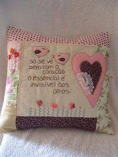 sewing idea for a pillow ♥ Sewing Pillows, Diy Pillows, Custom Pillows, Decorative Pillows, Patch Quilt, Small Sewing Projects, Sewing Crafts, Heart Cushion, Christmas Pillow Covers