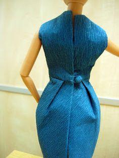 EXPOSICION DE VESTIDOS DE PAPEL Barbie, Dresses For Work, Fashion, Paper Dresses, Zaragoza, Exhibitions, Paper Envelopes, Sewing, Moda