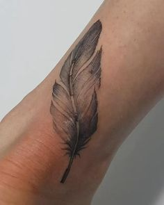 Black Peacock Feather Tattoo on the Wrist. Small Feather Tattoo, Peacock Feather Tattoo, Feather Tattoos, Leaf Tattoos, Bohemian Style, Boho, Tattoo Fonts, Chic Outfits, Decorative Accessories