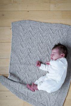 #Kajsastæppe  Er der noget bedre, end at putte en nyfødt i et blødt tæppe? Et tæppe er den perfekte barselsgave og på pind 7 går det stærkt. MÅL 60 x 75 cm GA