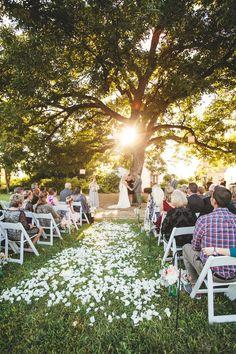 Southern Mansion Wedding – Wedding Tips & Themes Wedding Under Trees, Wedding Ceremony Flowers, Forest Wedding, Oak Tree Wedding, Wedding Aisles, Wedding Backdrops, Tent Wedding, Wedding Ceremonies, Ceremony Backdrop