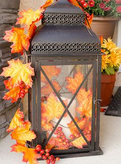 herbstdeko eingangsbereich draussen Fall is such a warm and cozy time of year and to celebrate the season, why not decorate your home with lanterns both indoors and Fall Home Decor, Autumn Home, Diy Home Decor, Diy Autumn, Fall 14, Fall Lanterns, Lanterns Decor, Ideas Lanterns, Decorative Lanterns